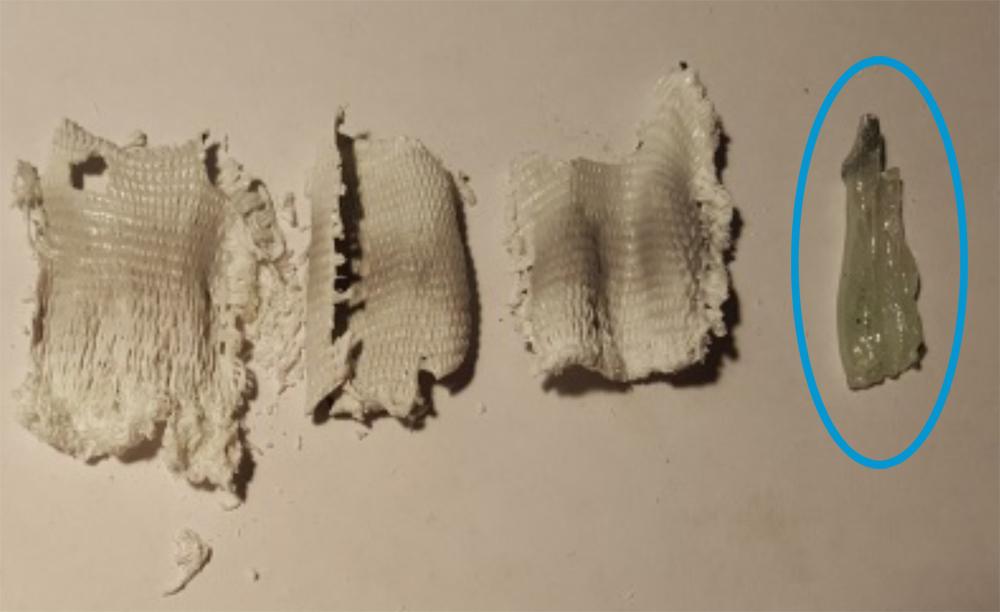 Abbildung 5: keramisierte Glasfasergewebe nach Beschichtung, Referenz unbehandelt (blau)